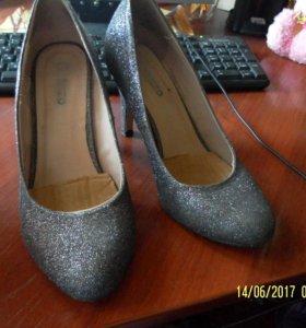 Удобные туфли на небольшом каблуке