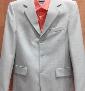 Костюм мужской 46-48размер(рубашка в подарок)