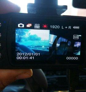 Видеорегистратор с 2я камерами