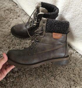 Зимние ботинки, надеты один раз, отличное качество