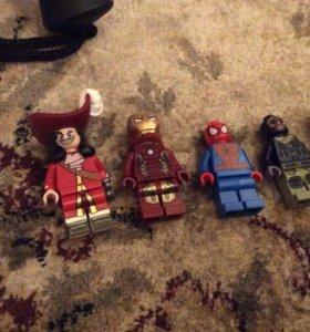Фигурки Лего.