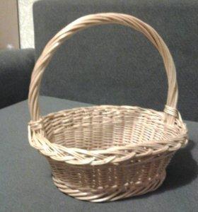 Декоративная корзинка из лозы