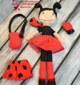 Игровая  тестильная кукла со съемной одеждой