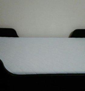 Кровать с матрасом ,стол со стулом все из массива