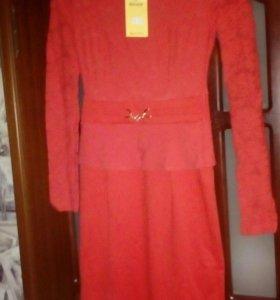 Новое платье с баской 42 размер
