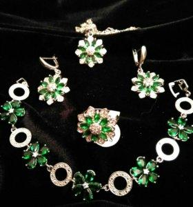 Серебряные серьги, кулон, кольцо и браслет