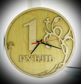 Оригинальный подарок. Часы рубль деревянный.