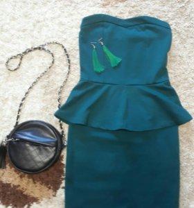 Платье с баской в комплекте сережки кисточки