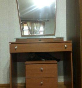 Туалетный столик с зеркалом и тумбой