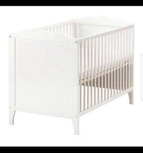 Кровать ИКЕА и комплект в детскую кроватку