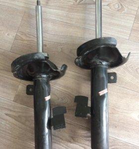Амортизаторы передние на Мазду3 KYB
