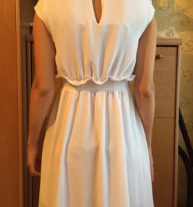 Продам белое и клетчатое красивые платья