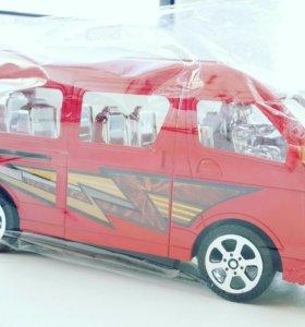Новый автобус с раздвижной дверью 17*8 см.