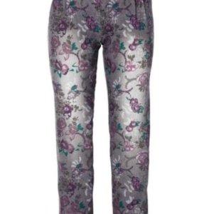 Модные новые джинсы