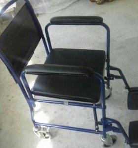 Кресло на колесах.