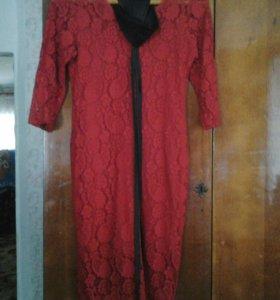 Ажурное красное платье