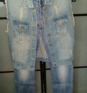 Комплект жилетка и джинсы