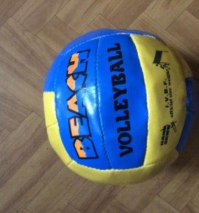 Футбольный, баскетбольный и волейбольные мячи