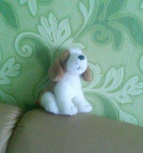 Милая игрушка щенок