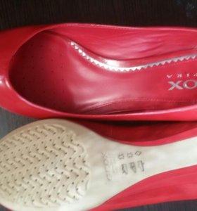 Новые туфли Geox 39 р.