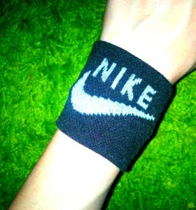 Напульсники Adidas и Nike