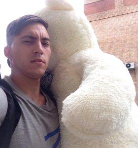 Мягкий плюшевый медведь
