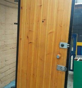 Дверь металическая.