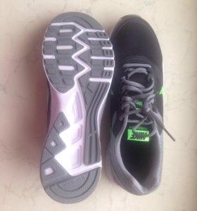 Кроссовки Nike (новые)