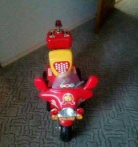 Детский мотоцикл и самокат.