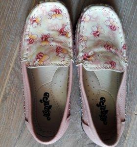 Туфли для девочки(мокасины) р. 26