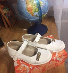 Туфли лаковые для девочки 29 размера