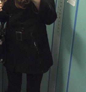 Женское чёрное демисезонное пальто