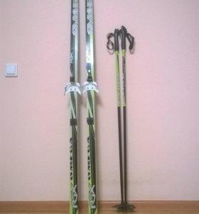 Лыжи с креплениями, палками и ботинками