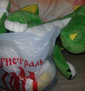 Пакет мягких и фарфоровых игрушек
