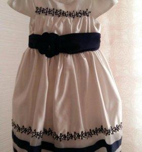 Нарядное платье на девочку 6 -8 лет