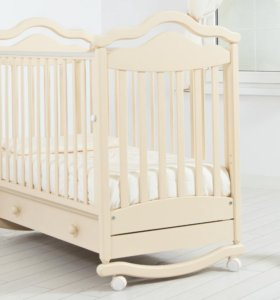 Кроватка и пеленальный комод