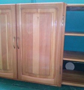 Кухонный гарнитур из настоящего дерева б/у (сосна)