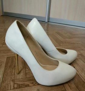 Туфли белые р-р 39
