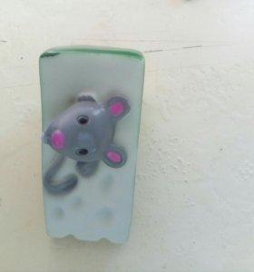 Игрушка пищалка. Мышка в сыре