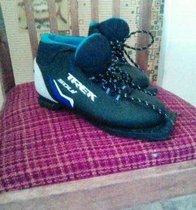 Лыжи с ботинками 35р