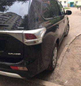 Mitsubishi Outlander 2.0 AT,2014 внедорожник