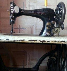 Швейная машинка ножная SINGER