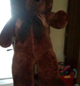 Большой плюшевых медведь