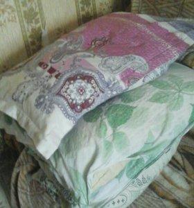 Подушки старые на перо много