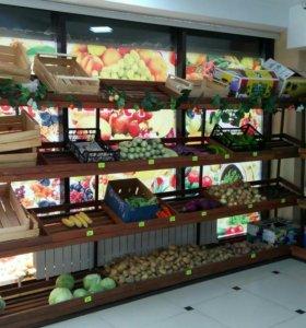 Деревянные стеллажи для овощей и фруктов.