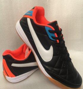 Кроссовки Nike ( футзалки)