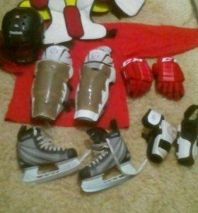 б/у хоккейная форма (размер формы 9_10 лет).