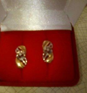 Продаю золотые серьги с бриллиантами