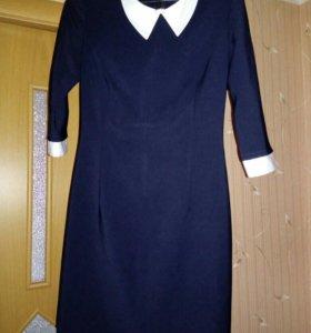 Платье школьное, тёмно-синего цвета.