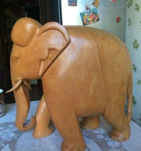 Слон из цельного дерева. Декор